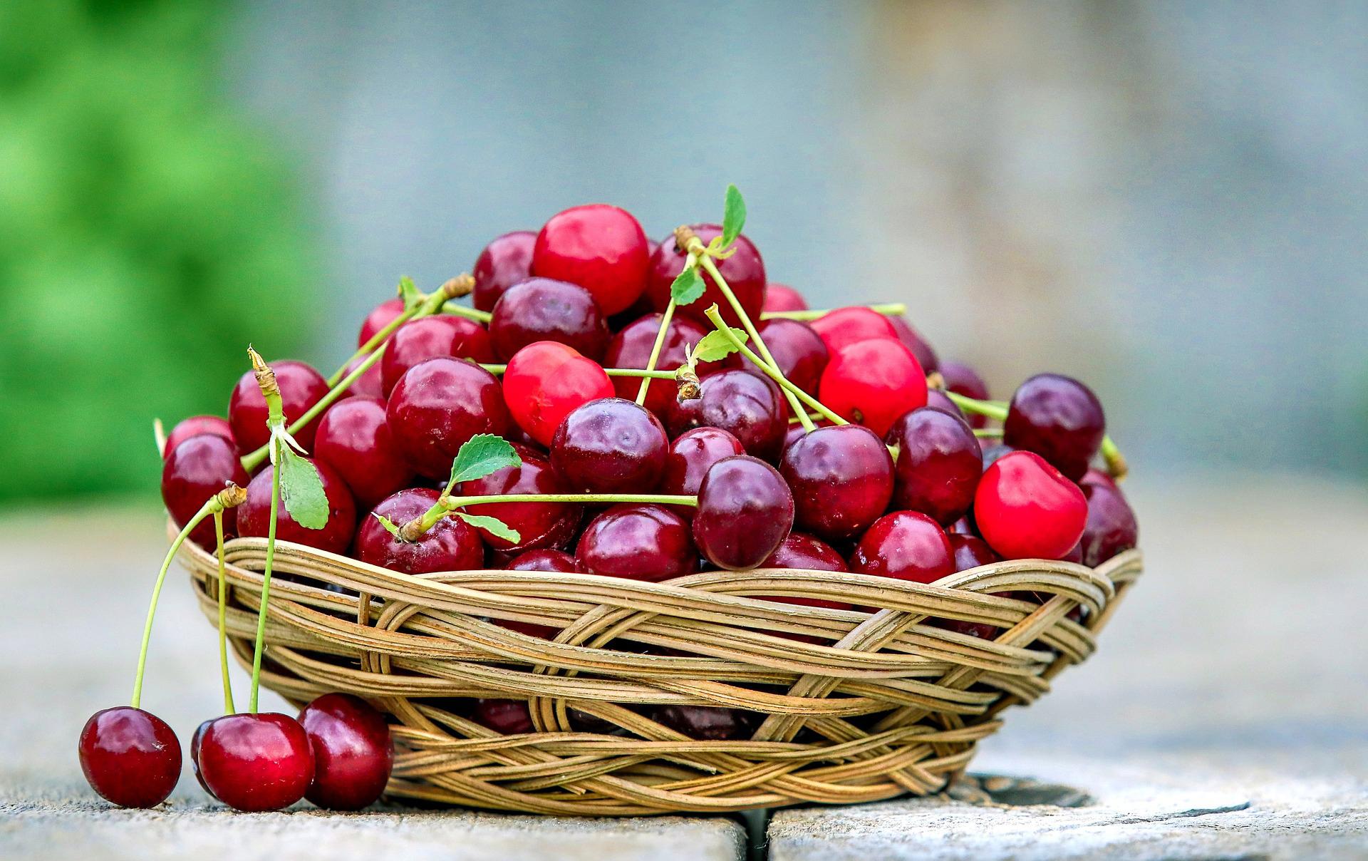 Consommer les fruits d'étéavec Nicolas Durand livreur de paniers à domicile dans le Gard